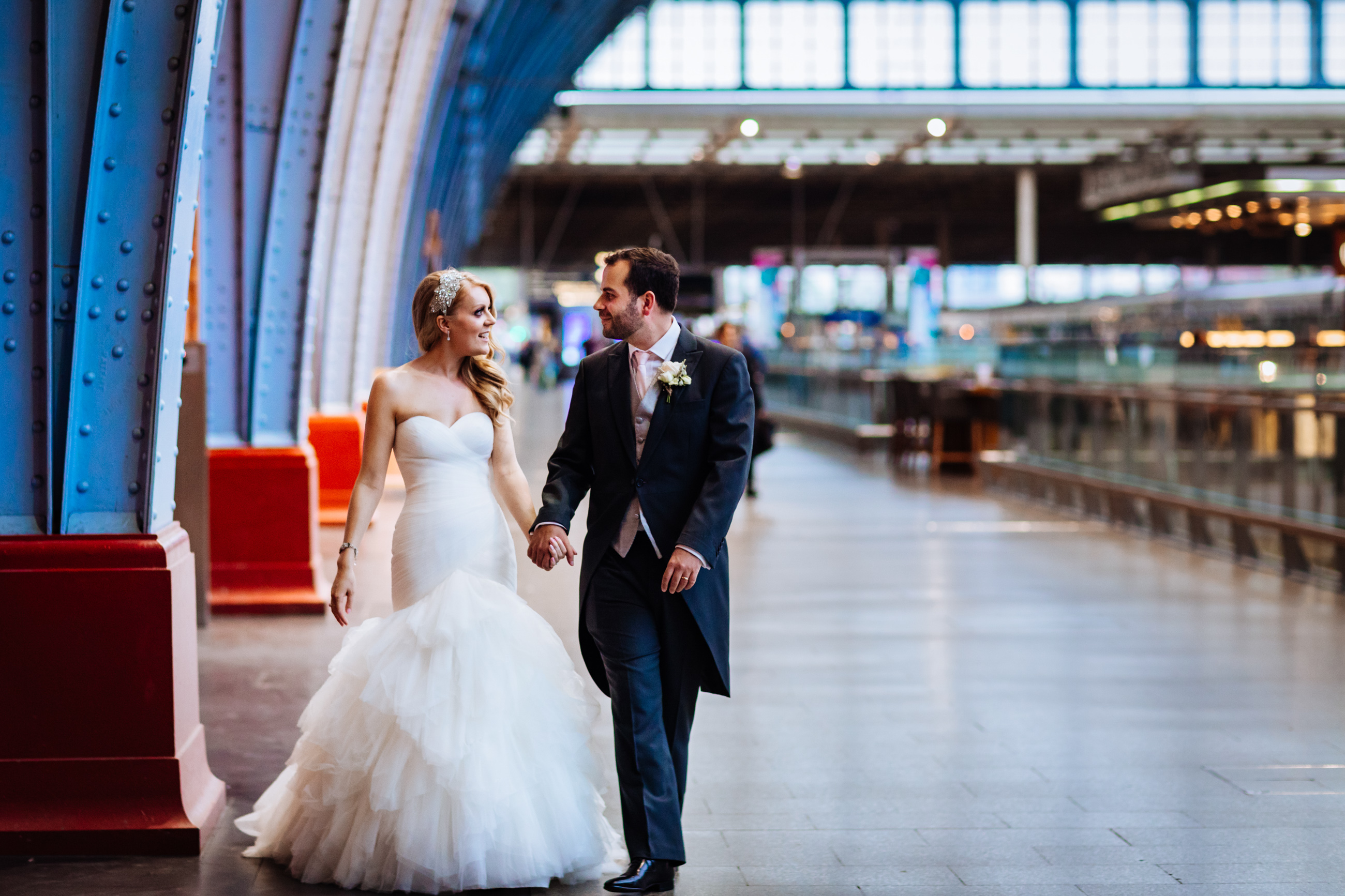 bride and groom st pancras station