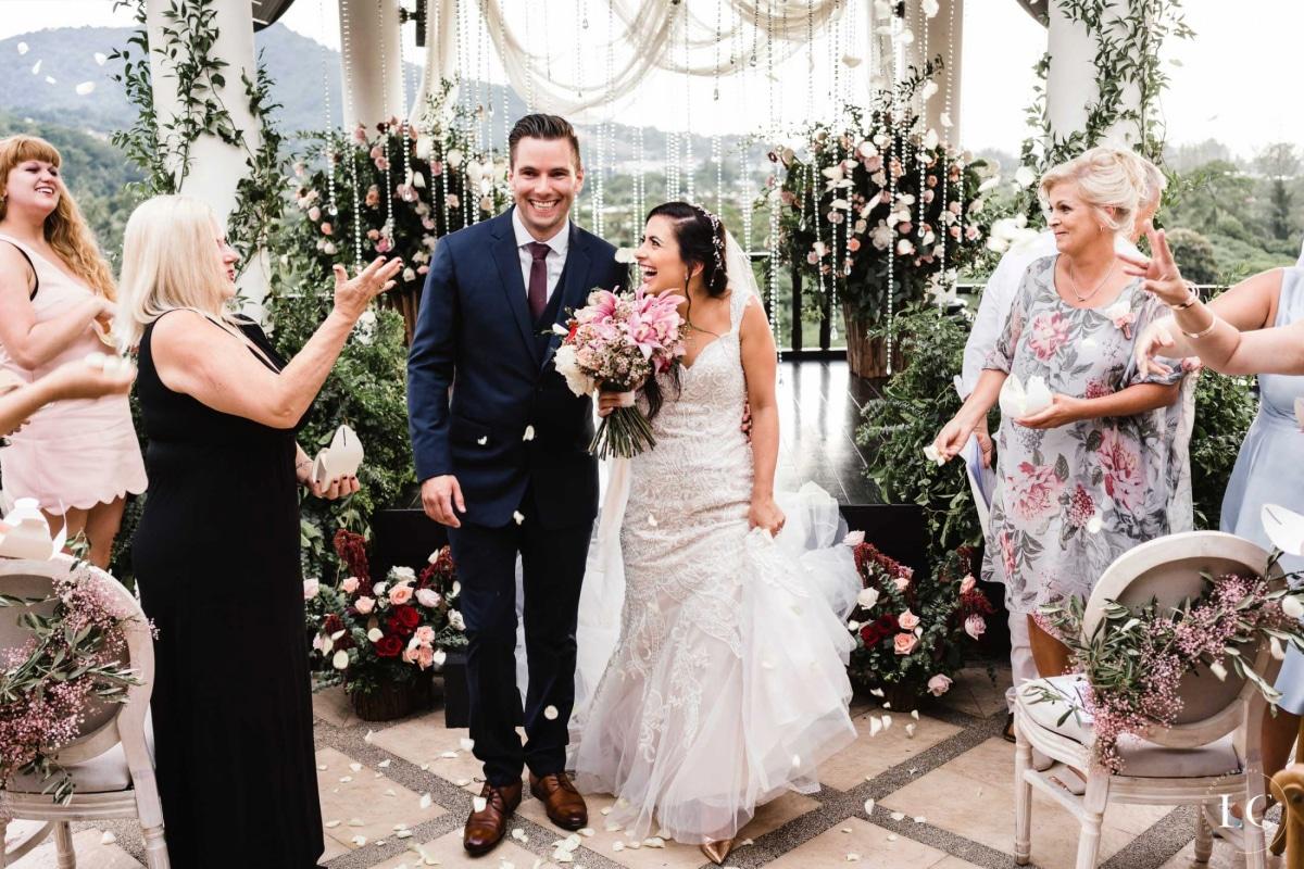hire a good wedding photographer